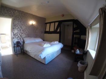 Double room-Superior-Ensuite with Shower-Henrys Room