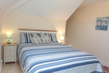 Double room-Ensuite with Bath-King-Street View-Room 5 - Base Rate