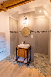 L'espace douche de la chambre n°2 - La Grange - Bruyères-et-montberault