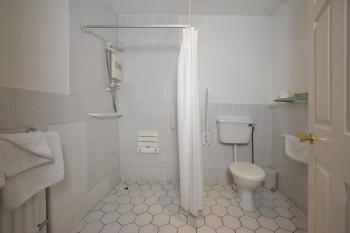 Wheelchair accessible wet room