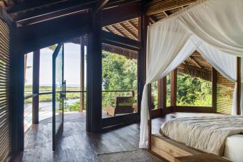 KA BRU River Rental Villa - Upstair bedroom with balcony