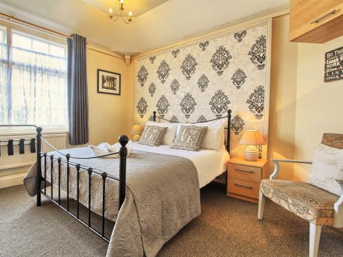 Double room-Classic-Ensuite with Shower-Room 4  - Single Only - Base Rate