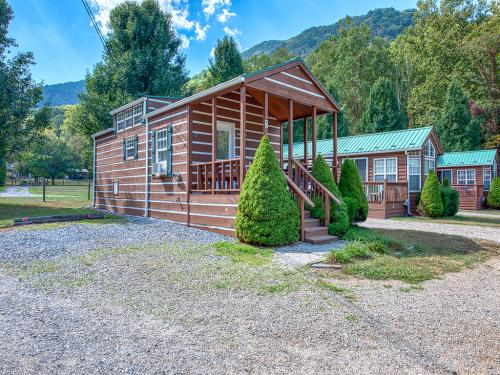 Thunder Road-Cabin-Private Bathroom-Mountain View
