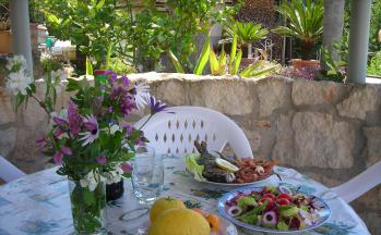 Gartenpavillon mit gedecktem Tisch © Ferienwohnung Casa Belle Vacanze