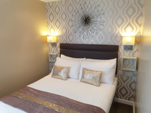 Family room-Standard-Ensuite with Shower-2 Adults and 3 Children - Base Rate