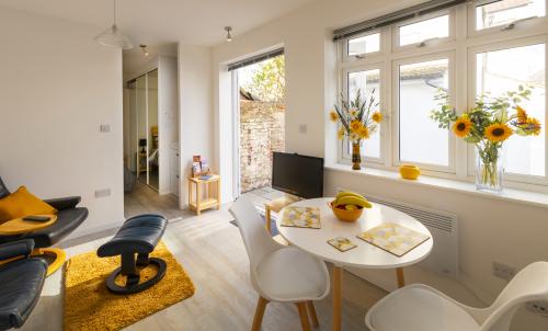 Studio-Standard-Ensuite with Shower-Terrace-Ground Floor