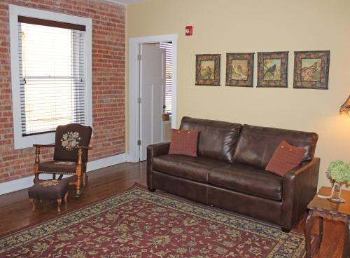 Suite-Ensuite-Superior-No view-Louis Horn Room - Base Rate