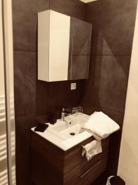 Salle de bain, Chambre Intemporelle, Instant La Ferme avec douche, wc et vasque