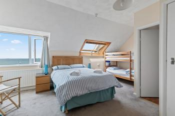 Room 4 family en-suite with sea view