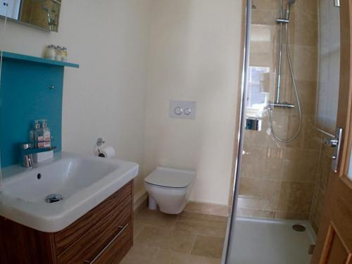 Room 4-Double room-Superior-Ensuite with Shower - Base Rate