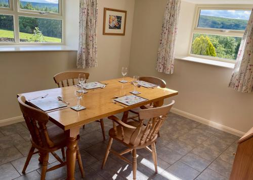 Buttercup - 2 Bedroom Cottage - Self Catering