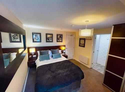 Double room-Superior-Ensuite with Shower-Street View