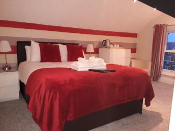 Double room-Ensuite with Shower-Street View-B&B