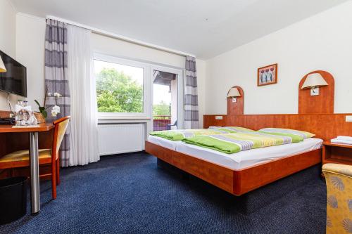 Doppel- oder Zweibettzimmer mit Balkon