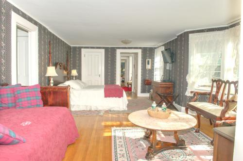 M1 Master Suite -1King, 2-Suite-Ensuite-Premium-Countryside view - Base Rate