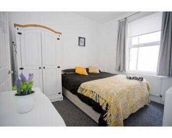 Stylish Kings House - Bedroom1