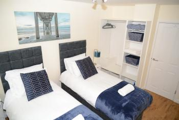 QF1 - Luxurious Singles bed in a Twin room set up