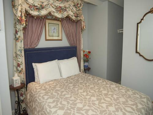 The Inn 11 Queen (no pets-Double room-Ensuite-Standard - Base Rate