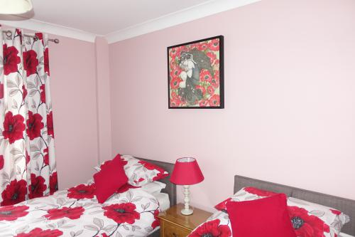 Twin room-Ensuite-Room - 2 - Base Rate