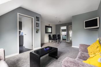 Lounge/Dining Area - Suitestayzzz - Sandyford Suite