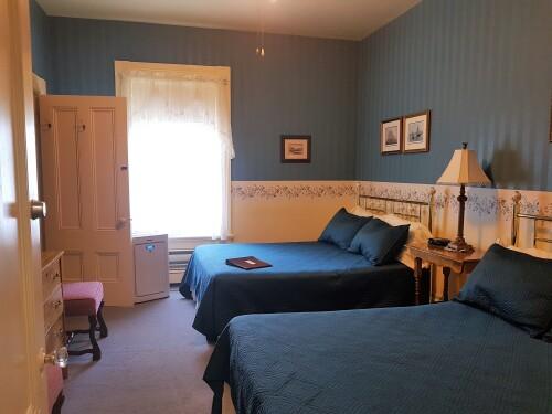 Quad room-Ensuite-Standard-George Hamm- Rm #4 - Base Rate