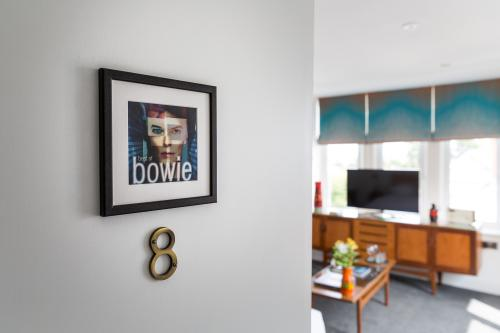 Executive King with Balcony and Sea View   Room 8   David Bowie