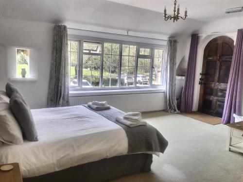 Deluxe Double Room - Ensuite with Shower
