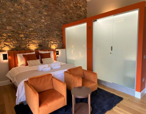 """Suite-Luxury-Ensuite with Bath-""""Cairn"""" - Base Rate"""