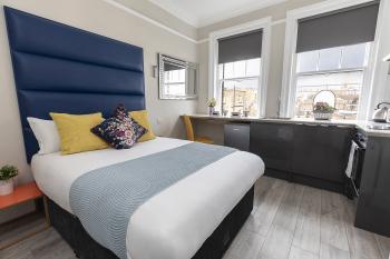 Luxurious Air Conditioned Apt High Street Kensington -