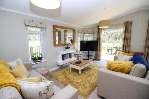 Luxury-Lodge-With Hot Tub-Woodland view-Ensuite with Shower
