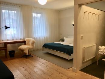 Wohn- und Schlafbereich mit Bad
