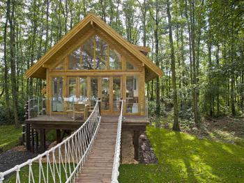 Cleveleymere Luxury Waterside Lodges - Best tree house in the UK WITH ALL ACTIVITIES FREE