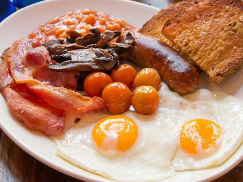 Full breakfast menu available from 7am