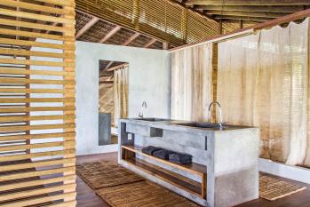 KA BRU River Rental Villa - Bathroom witz closet