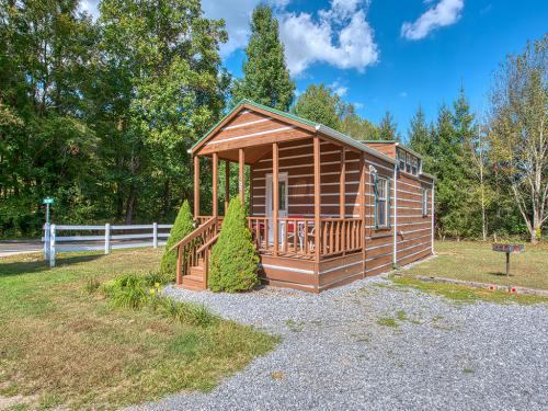 Raccoon Run-Log Cabin-Panoramic-Private Bathroom-Mountain View