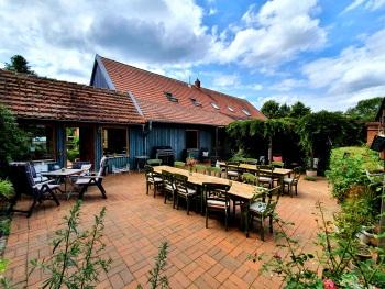 gemütliches Café & Restaurant Ambiente auf der Terasse