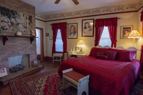 Triple room-Ensuite-Standard-The Rhett & Scarlett Suite