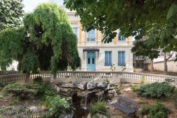 La rocaille, le jardin et l'entrée