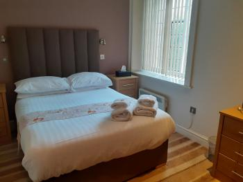 Double room-Superior-Ensuite with Bath-City View - Base Rate