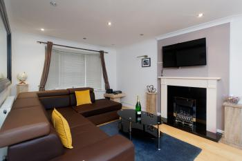 Leeds Townhouse Apartments 7 Beds in 4 Bedrooms - Gas fire of radiators