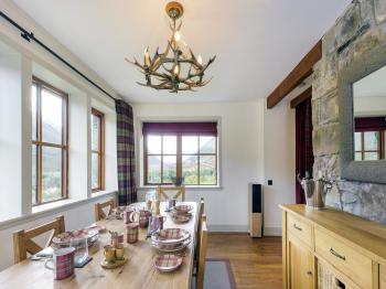 Dining room in cottage Ghillie's Rest