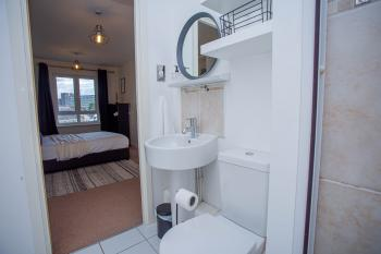 Main bedroom - ensuite