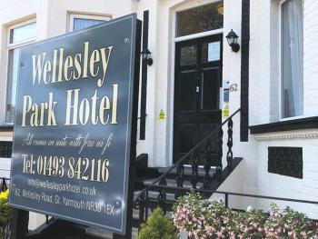 Wellesley Park Hotel - Front
