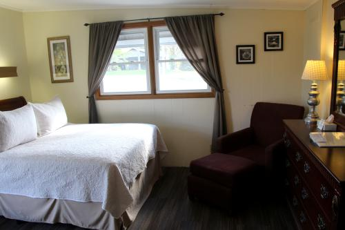 04 - 1 Queen size bed-Single room-Queen-Ensuite - Base Rate