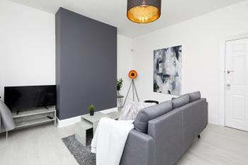 Your Sheffield Stays - Spacious 5 Bedroom House - Lounge