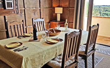 Salle à manger avec balcon et vue panoramique