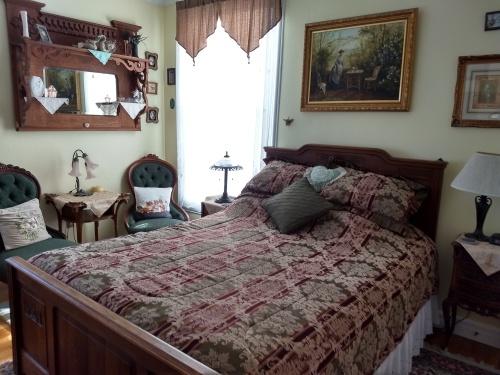 Queen-Ensuite with Shower-Premium-Queen Room