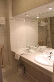 Salle d'eau chambre quadruple standard