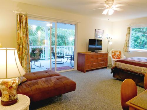 Triple room-Ensuite-Superior-Garden View-Heliconia Studio - Base Rate