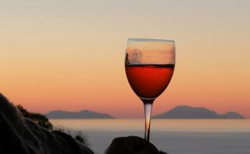 Salute-Weinglas-Horizont © Ferienwohnung Casa Belle Vacanze